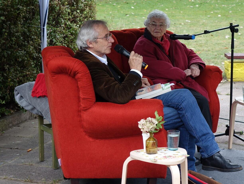 Lutz Kliche with Ruth Weiss - sharing experience in uncertain times - Brandenburg 29.9.2020 (Photo J. Stopa RAA)