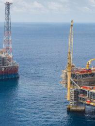 Ölplattformen vor Angola