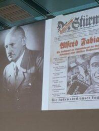 Wehret den Anfängen : Ruth Weiss zu ihrer Kindheit in Fürth unter Stürmer Plakat - Die Juden sind unser Unglück ...