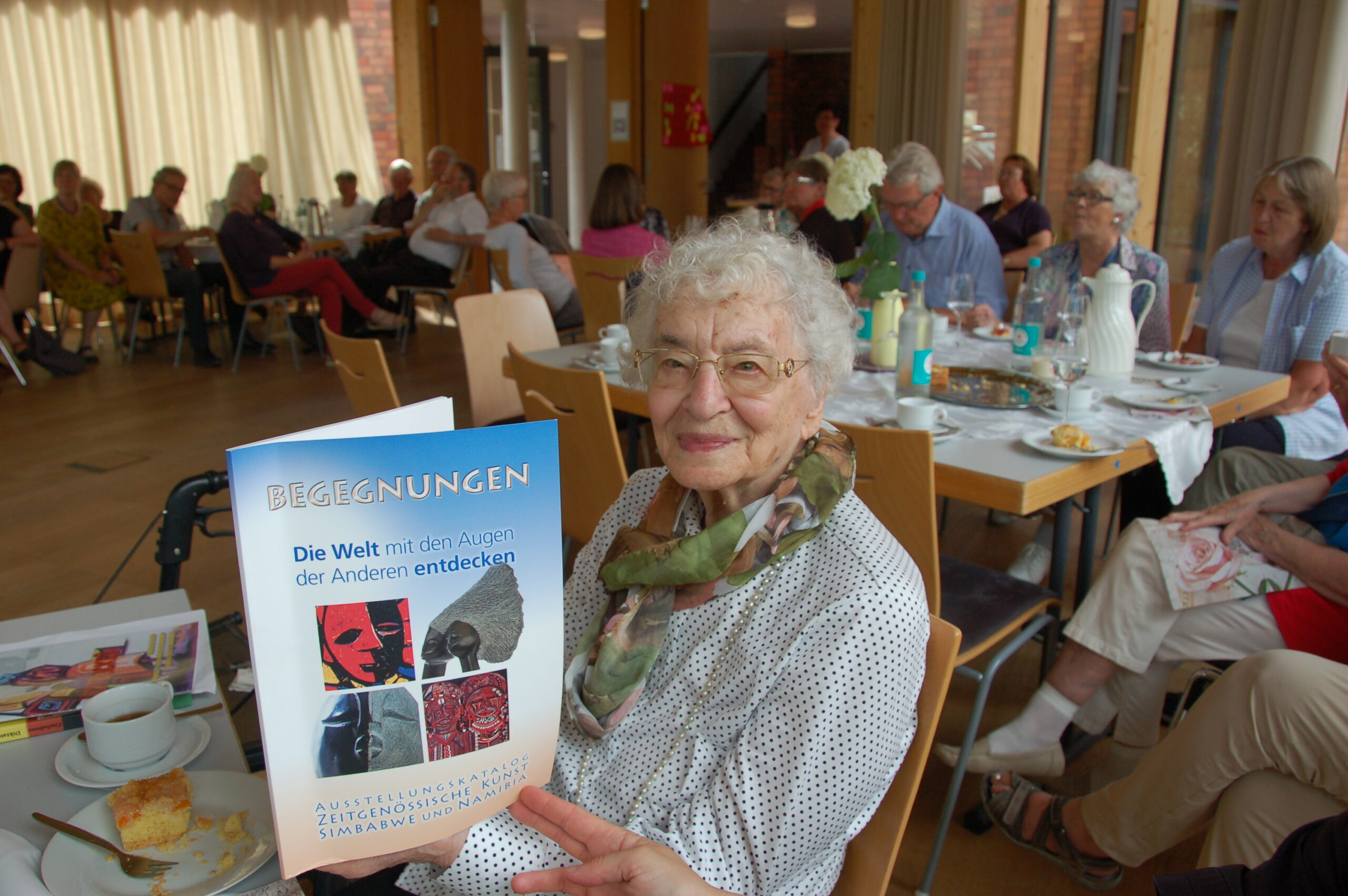 Unermüdlich für Menschenrechte und Toleranz –     Ruth Weiss an ihrem 97sten Geburtstag